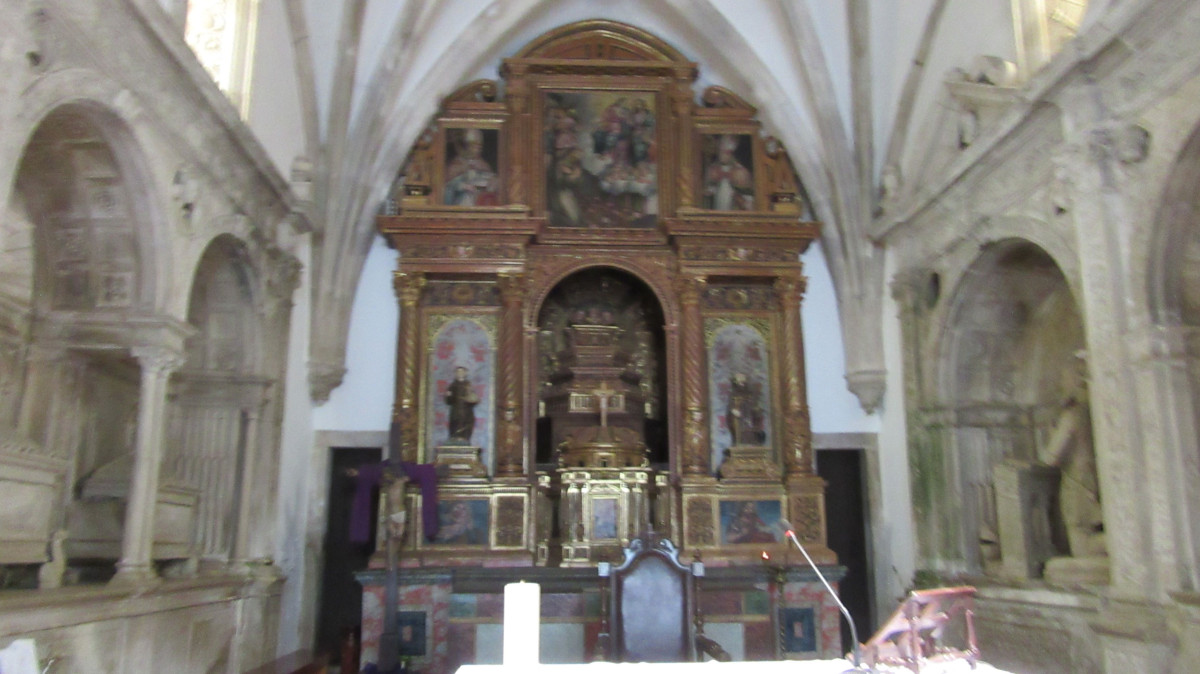 Igreja de Trofa do Vouga - Altar-mor e Panteão dos Lemos