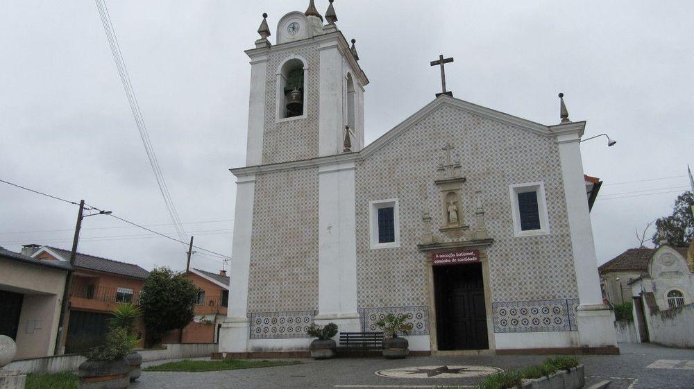 Igreja de Óis da Ribeira - Fachada da Igreja