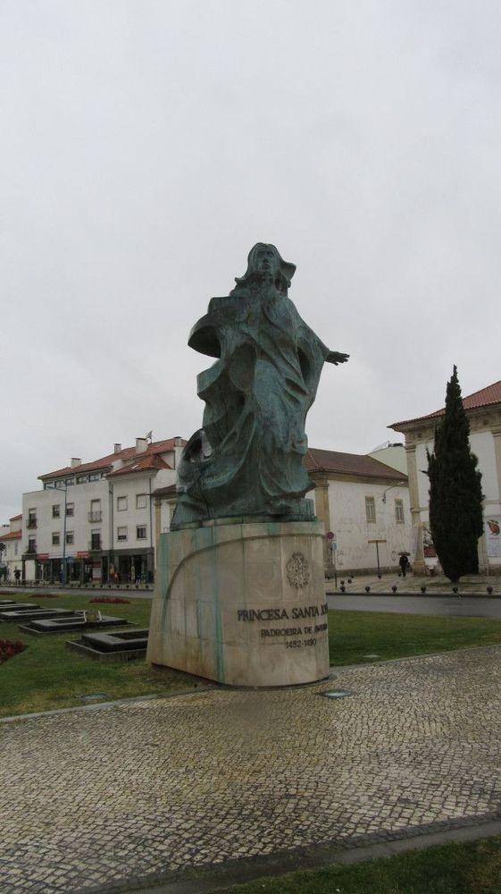 Estátua da Princesa Santa Joana