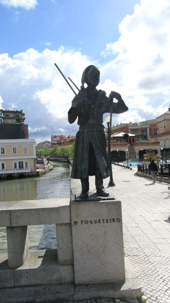 Estátuas no Canal Central - O Fogueteiro