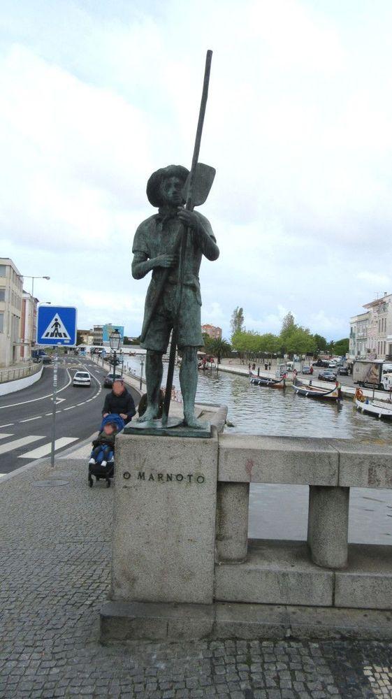 Estátuas no Canal Central - O Marnoto