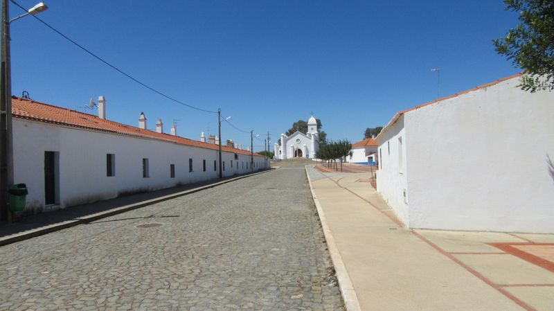 Mina - Rua da Aldeia