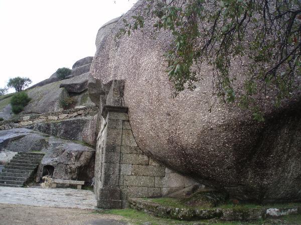 Ermida na rocha