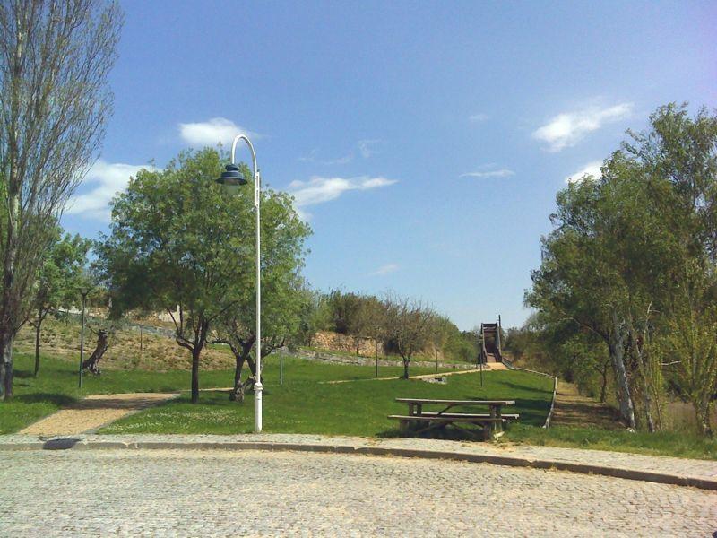 Jardim no cais de Vila Velha de Ródão