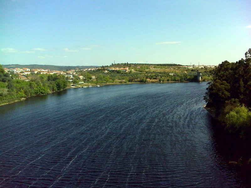 O rio Tejo a montante da ponte