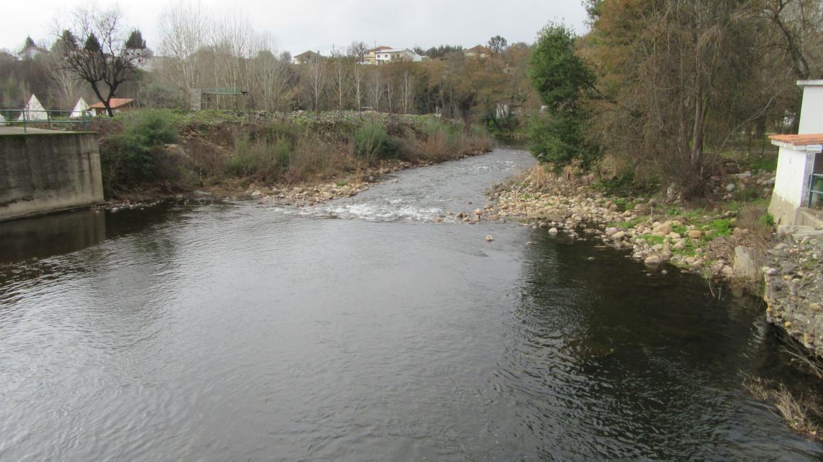 Rio Ceira em Serpins