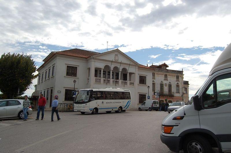 Largo Dr. Alberto Leitão com destaque para a Câmara Municipal ao centro