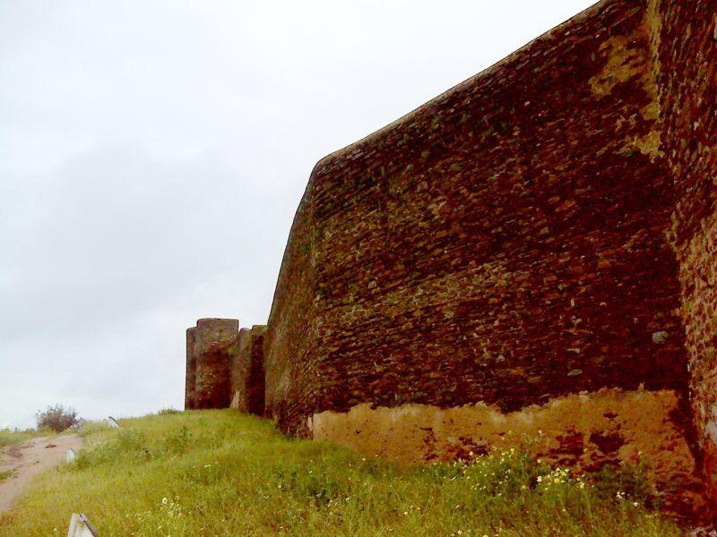 Castelo de Veiros - muralhas
