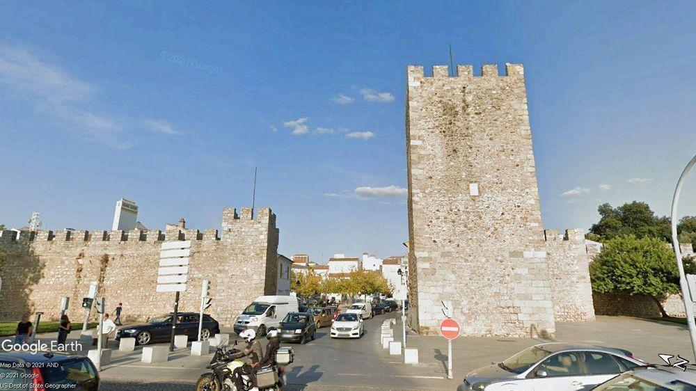 Torre e Muralhas do Castelo de Évora