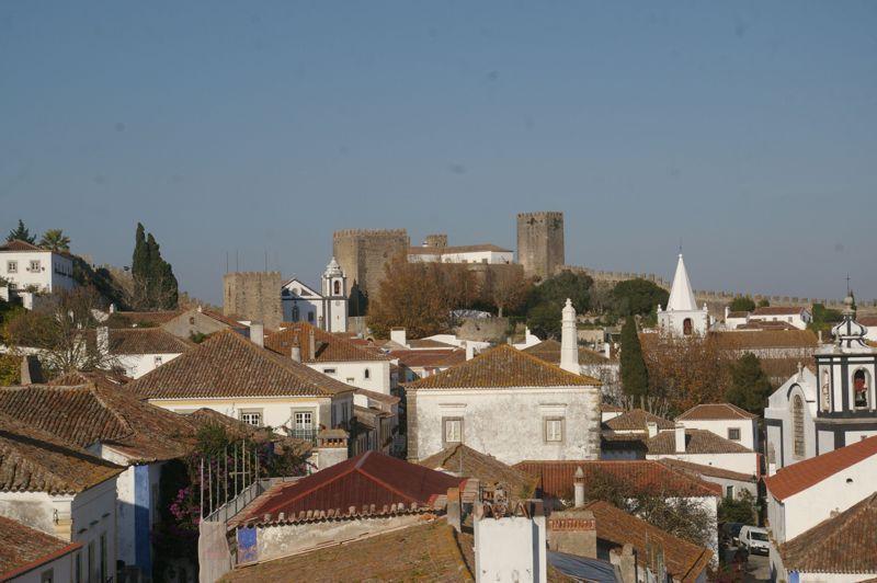 Castelo visto da entrada da vila