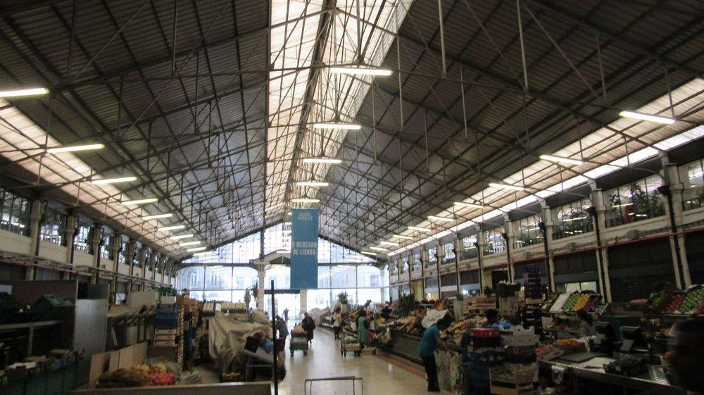 Mercado da Ribeira - Venda de Legumes e Frutas