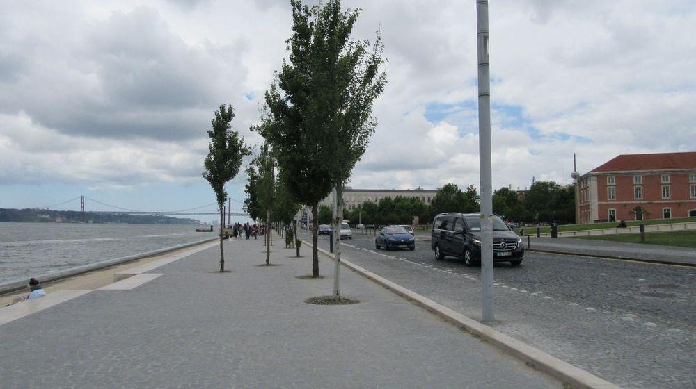 Avenida Ribeira das Naus