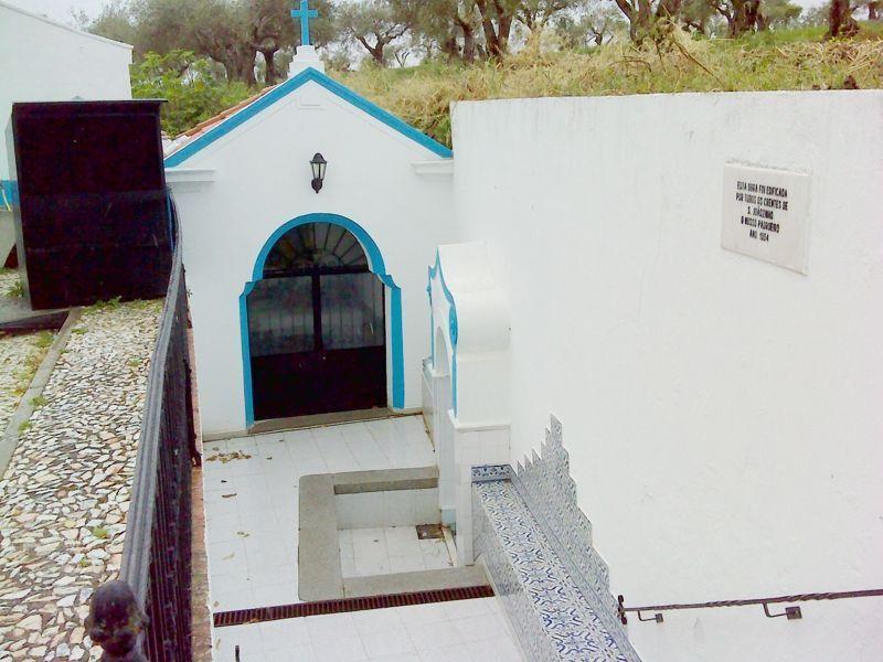 Ermida de S. Joãozinho - capela e fonte