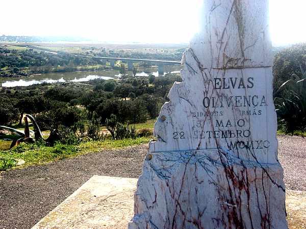 Obelisco Elvas e Olivença, cidades irmãs