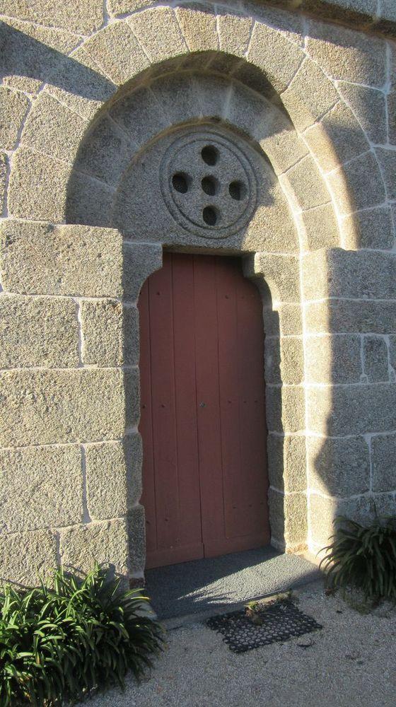 Igreja Matriz de Jazente - porta lateral sul
