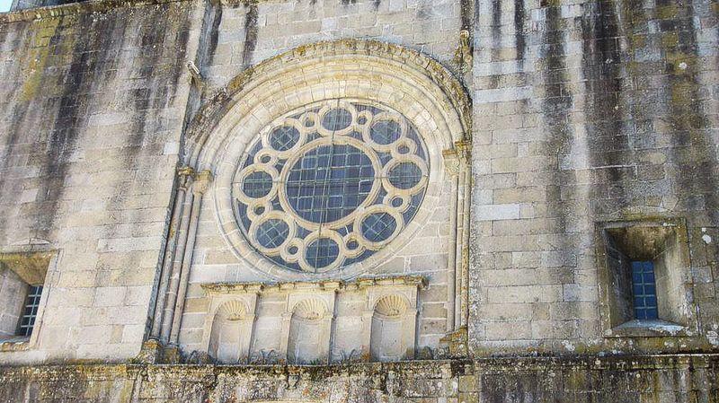 Mosteiro - fachada - rosácea
