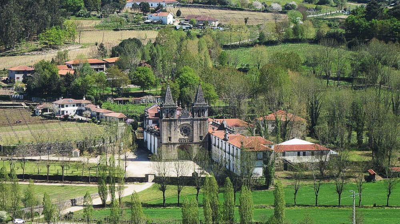 O Mosteiro de Pombeiro ao longe