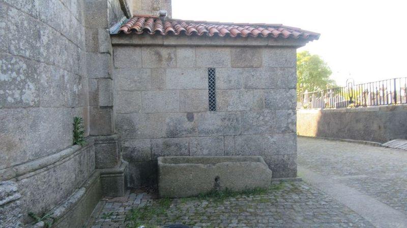 Mosteiro - túmulo