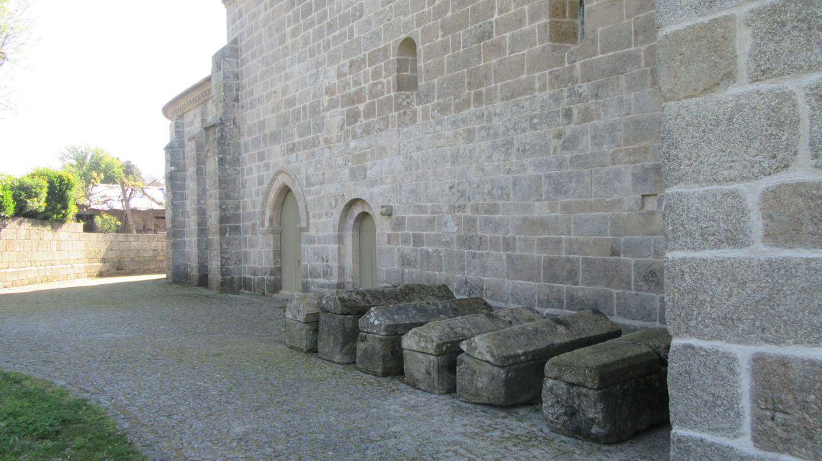Mosteiro de Cête - arcas tumulares
