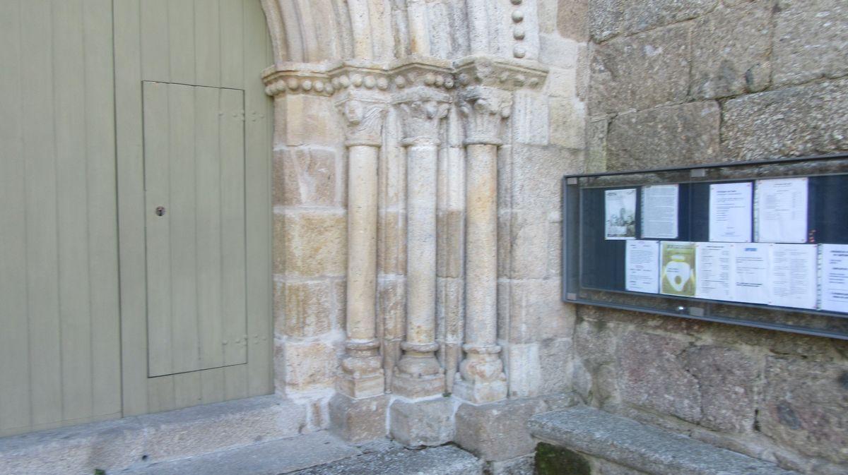 Mosteiro de Cête - colunas do portal