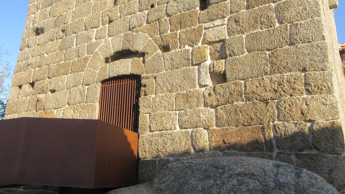 Torre dos Alcoforados - entrada oeste