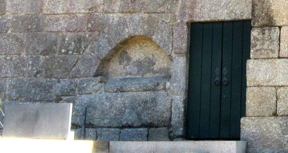Igreja - arcossólio norte