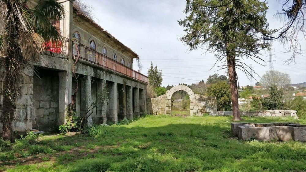 Torre de Durigo - Edifício e Portão