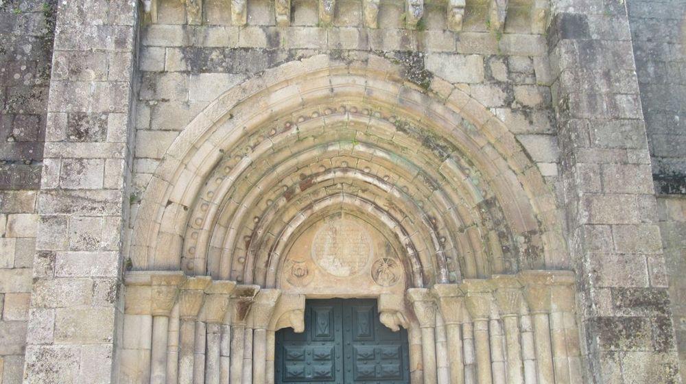 Igreja - arquivoltas portal ocidental