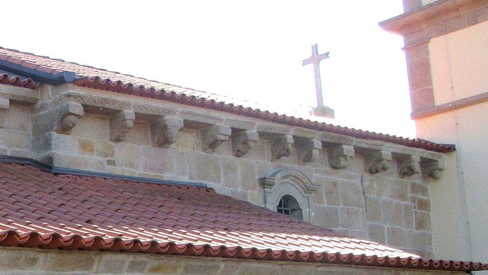 Igreja de São Cristóvão - Cachorros lateral norte