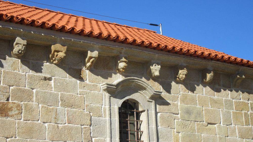Igreja de São Cristóvão - Cachorros lateral sul