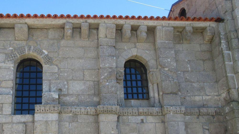Igreja de Tarouquela - Fachada norte