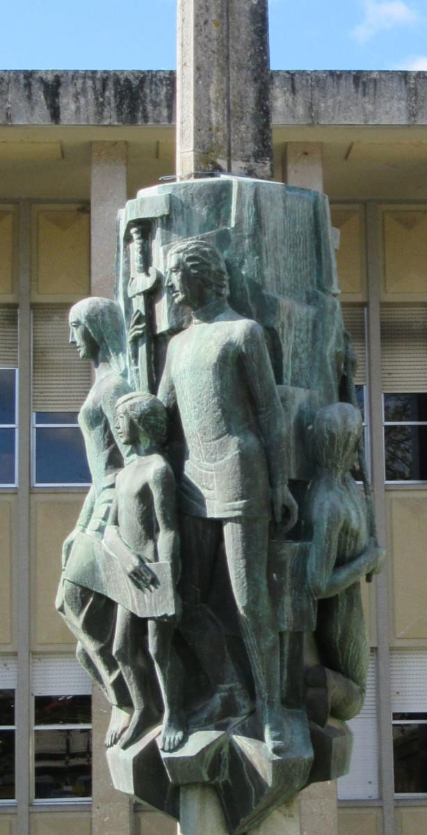 Escultura no Palácio da Justiça