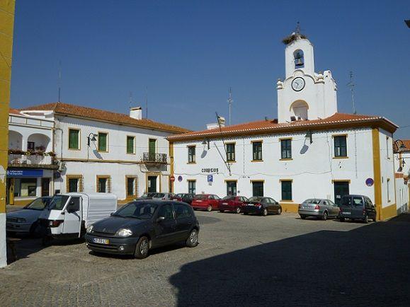 Praça Principal com a torre do Relógio da Igreja