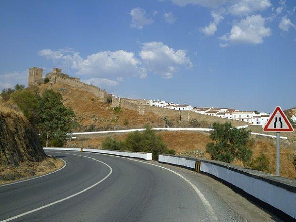 Castelo visto da estrada de Alcoutim
