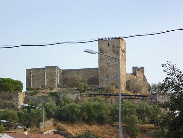 Castelo visto da estrada de Beja