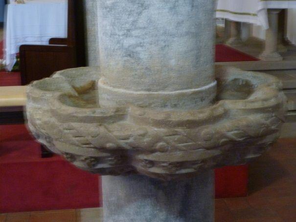 Igreja Matriz - a pia da agua benta