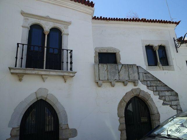 Casa com janelas Manuelinas