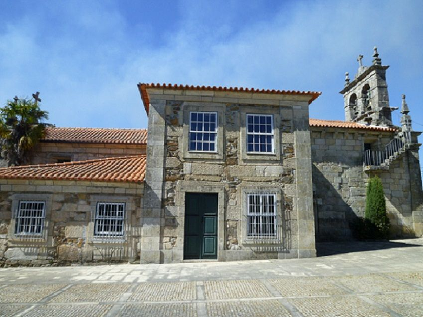 Igreja Matriz de Santa Maria de Veade - lateral