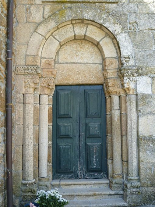 Igreja Matriz de Santa Maria de Veade - porta