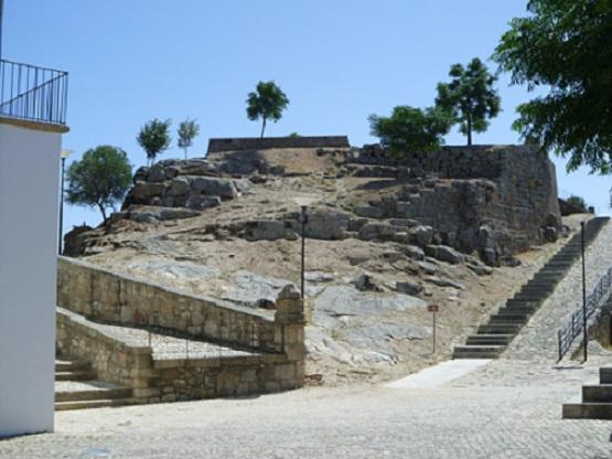 Castelo ou as ruínas que restam