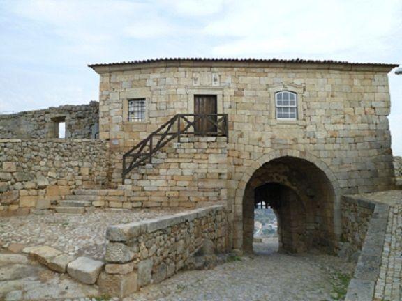 Porta da Vila e do Castelo