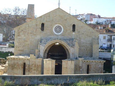 Fachada do Mosteiro de Santa Clara-a-Velha