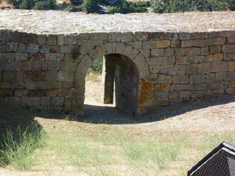 Castelo de Pinhel - porta de Alcavar